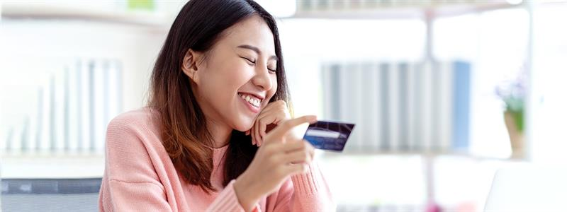 3 Credit Card Perks to Help You Save on College Shopping
